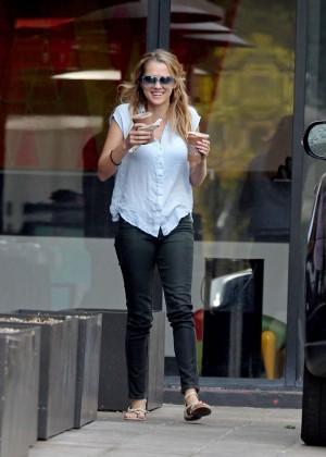 Teresa Palmer in Tight Jeans -16