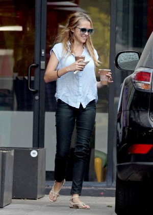 Teresa Palmer in Tight Jeans -19