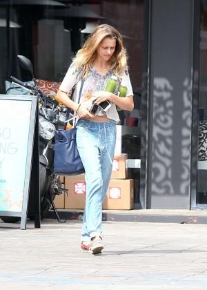 Teresa Palmer in Jeans -02