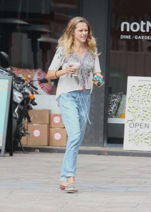 Teresa Palmer in Jeans -04