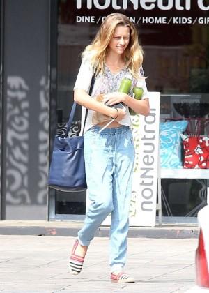 Teresa Palmer in Jeans -05