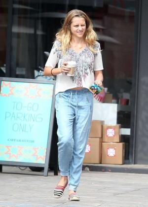 Teresa Palmer in Jeans -07