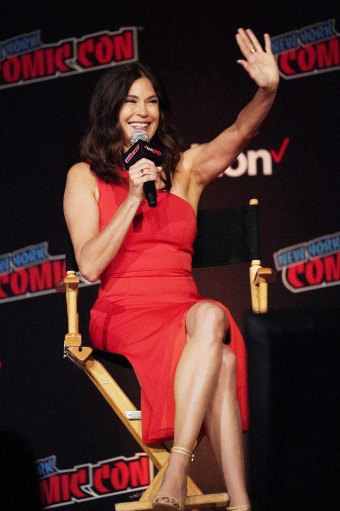Teri Hatcher - 'Lois and Clark' Panel at 2018 New York Comic Con