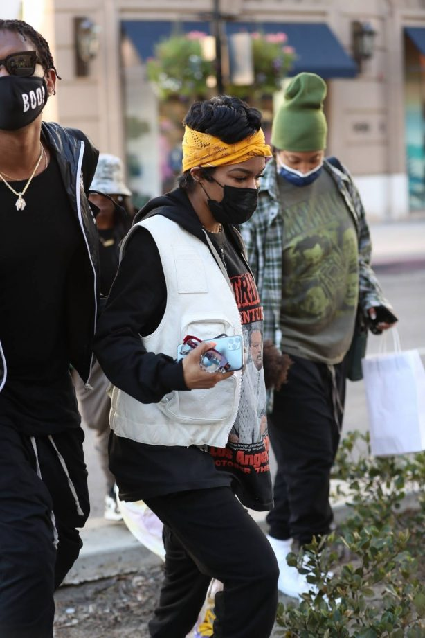 Teyana Taylor - With her daughter at 208 Rodeo restaurant in Beverly Hills