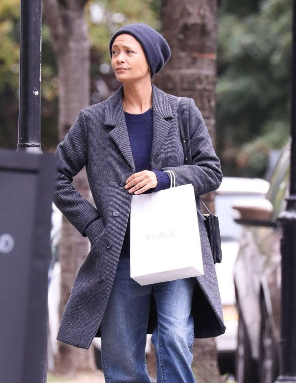 Thandie Newton - Shopping for her children in London