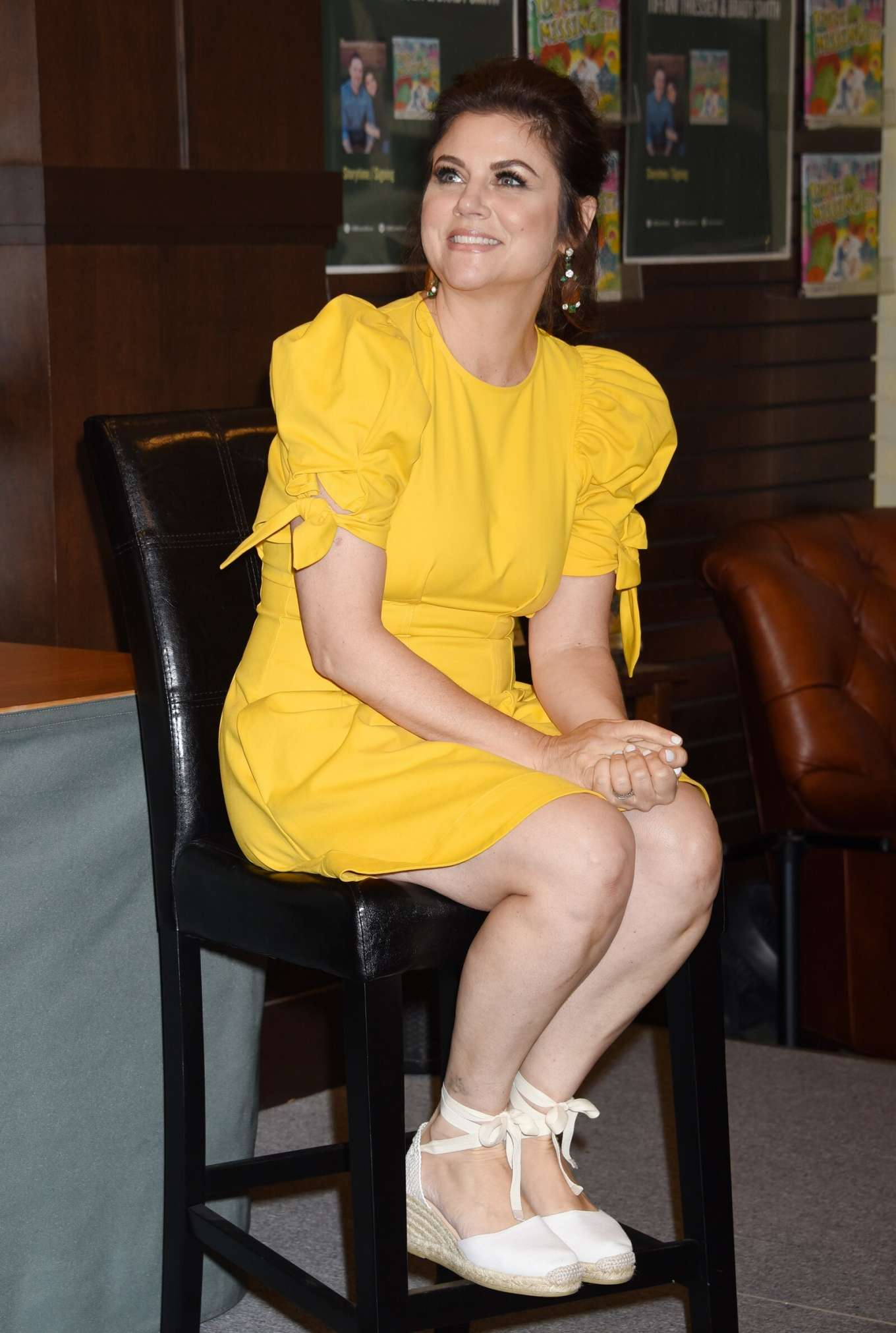 Tiffani-Amber Thiessen - Promoting her 'You're Missing It!' Book at Barnes & Noble in LA