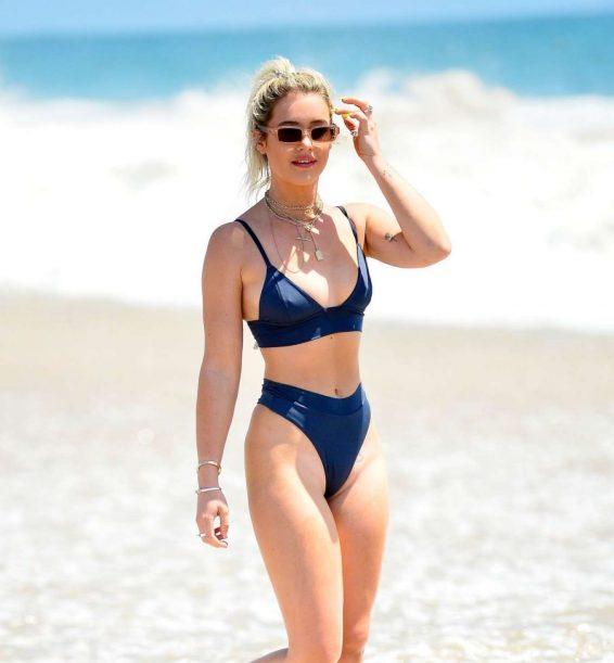 Tina Stinnes in Black Bikini on the beach in Miami