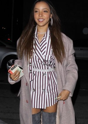 Tinashe - Arrives at Craig's in West Hollywood