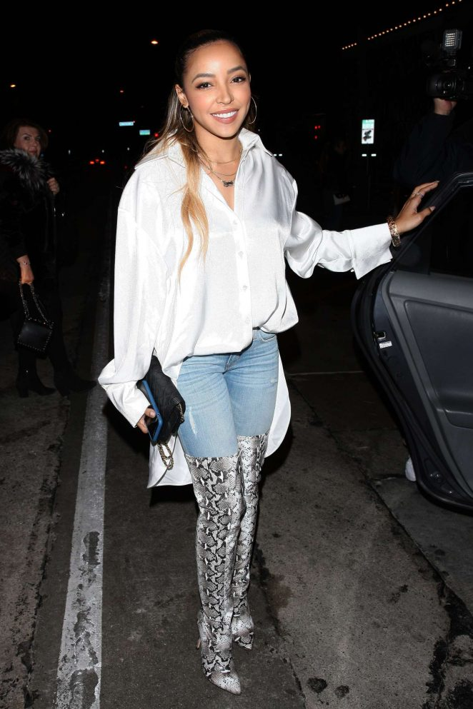 tinashe wears thigh high boots leaves craig s restaurant