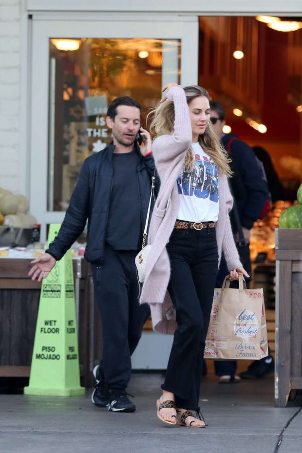 Tobey Maguire: Shopping at Bristol Farms -02