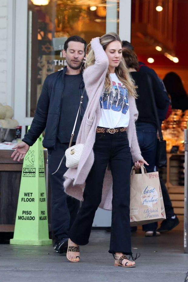 Tobey Maguire: Shopping at Bristol Farms -05