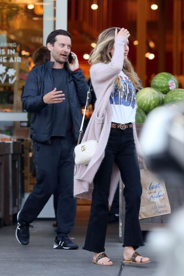 Tobey Maguire: Shopping at Bristol Farms -10