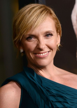how tall is toni collette