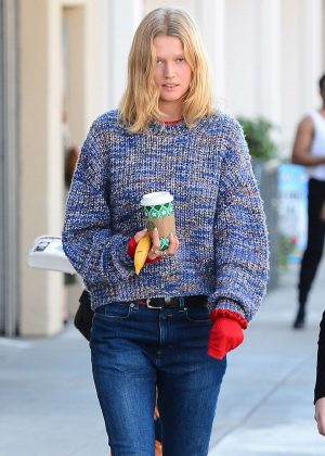 Toni Garrn - Grabs coffee in West Hollywood