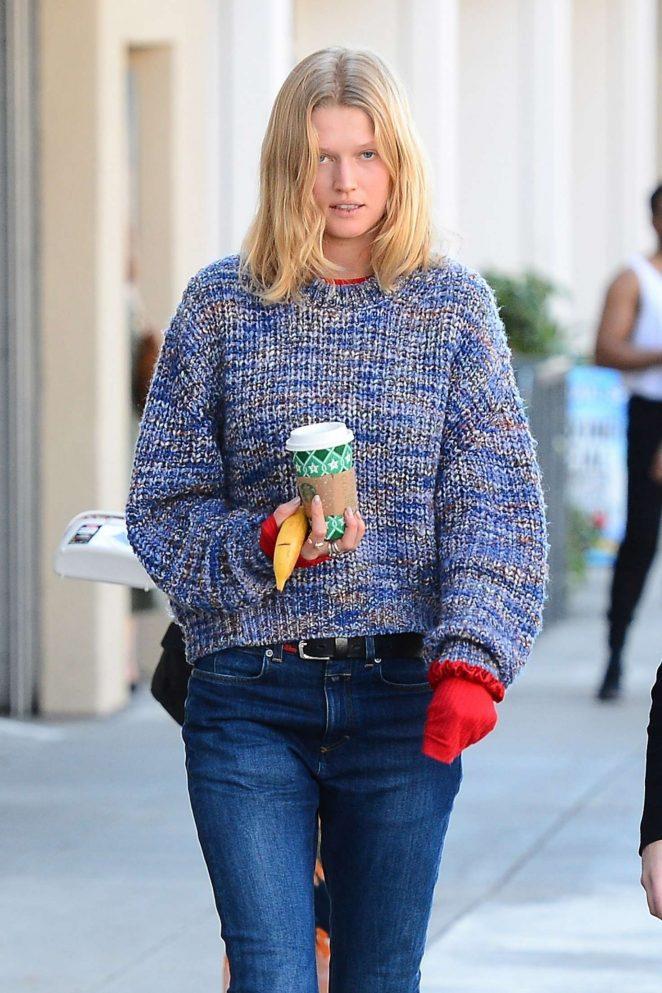 Toni Garrn – Grabs coffee in West Hollywood