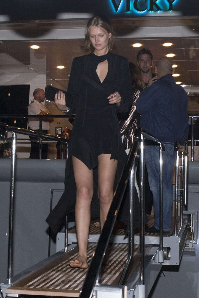 Toni Garrn - Leaves a boat after a party in Cannes
