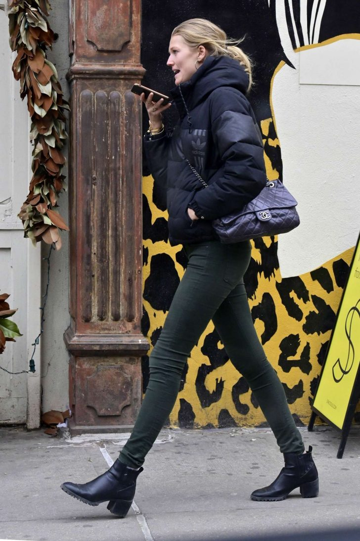 Toni Garrn: Out in New York -01