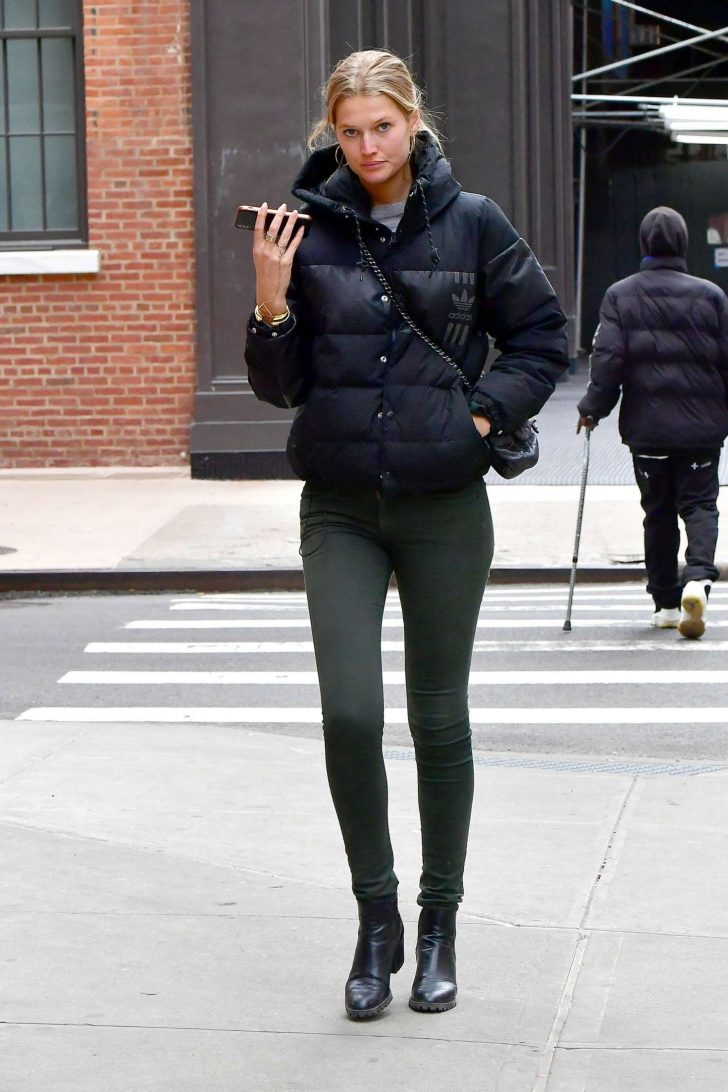Toni Garrn: Out in New York -03