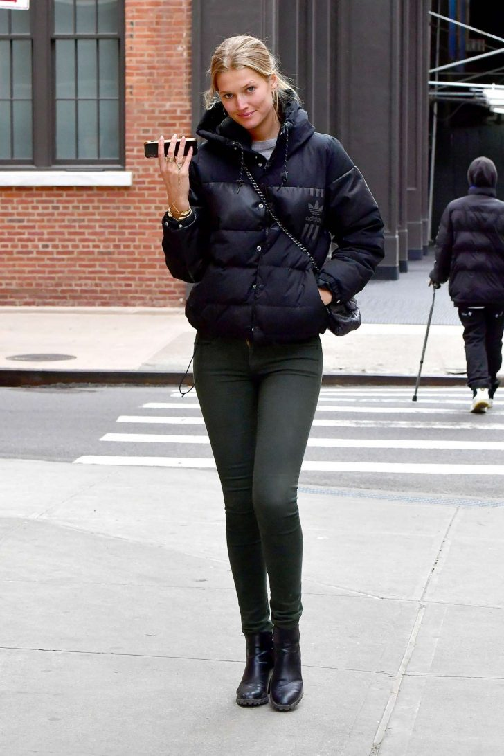 Toni Garrn: Out in New York -04