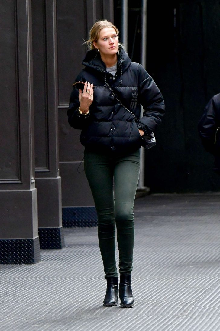 Toni Garrn: Out in New York -05