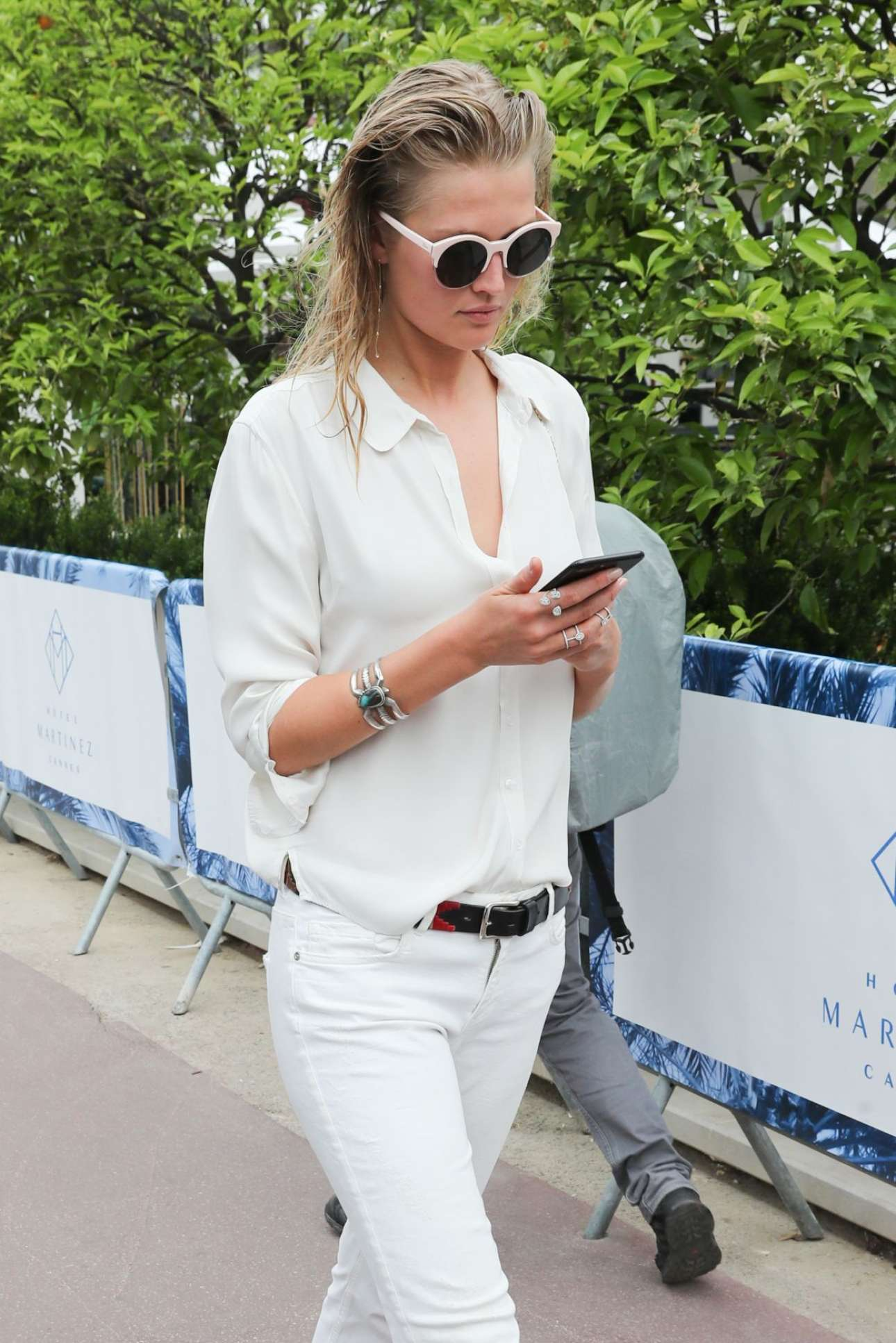 Toni Garrn – Spotted While Out In Cannes