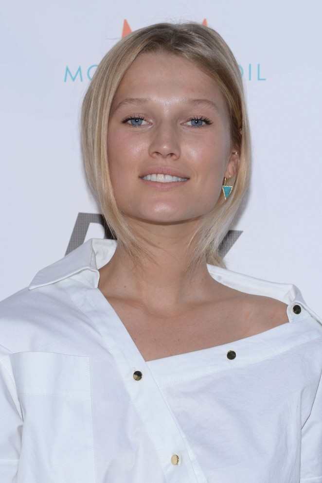 Toni Garrn: The Daily Summer Season Premiere Issue Party -07