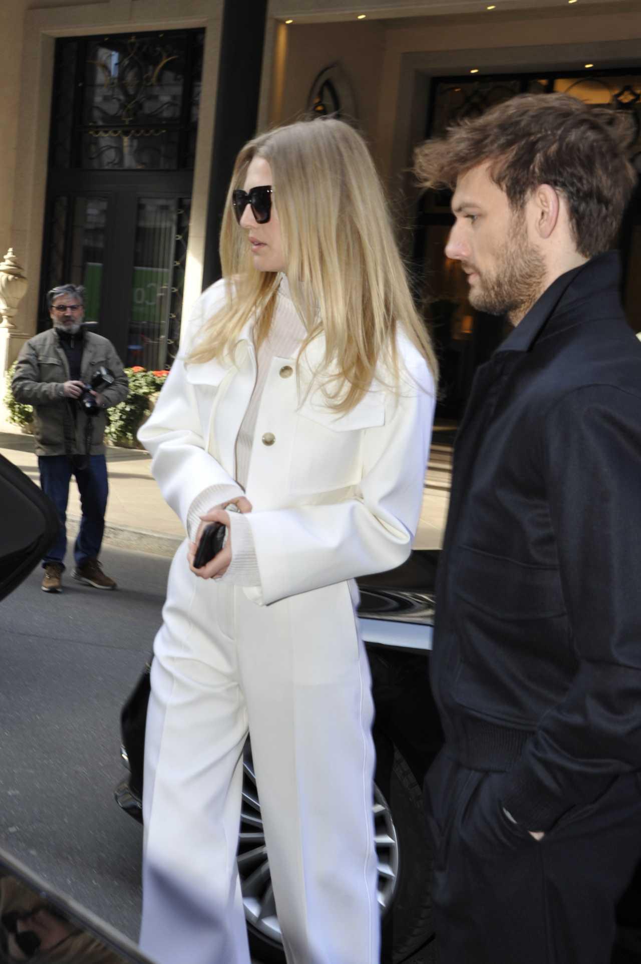 Toni Garrn 2020 : Toni Garrn with Alex Pettyfer – Candids at Hotel in Milan-12