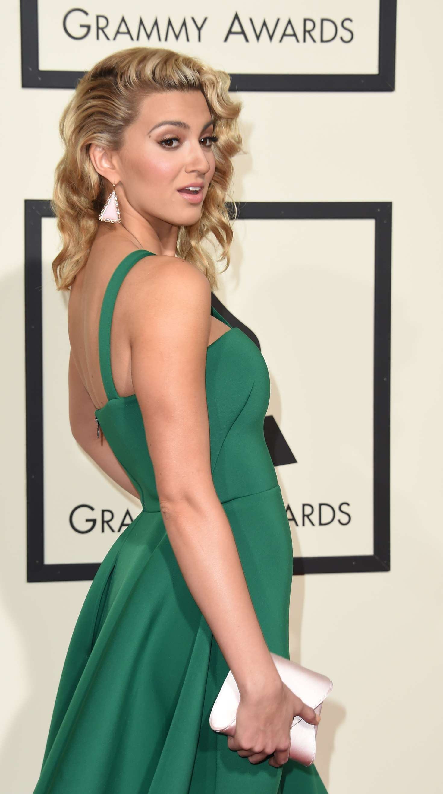 Tori Kelly 2016 GRAMMY Awards 05