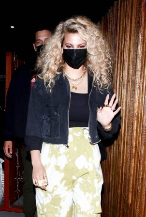 Tori Kelly - With her husbands leaving Justin Bieber's event in West Hollywood