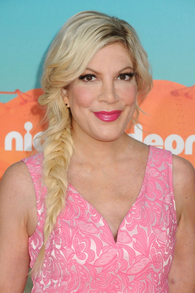 Tori Spelling – 2016 Nickelodeon Kids' Choice Awards in Inglewood