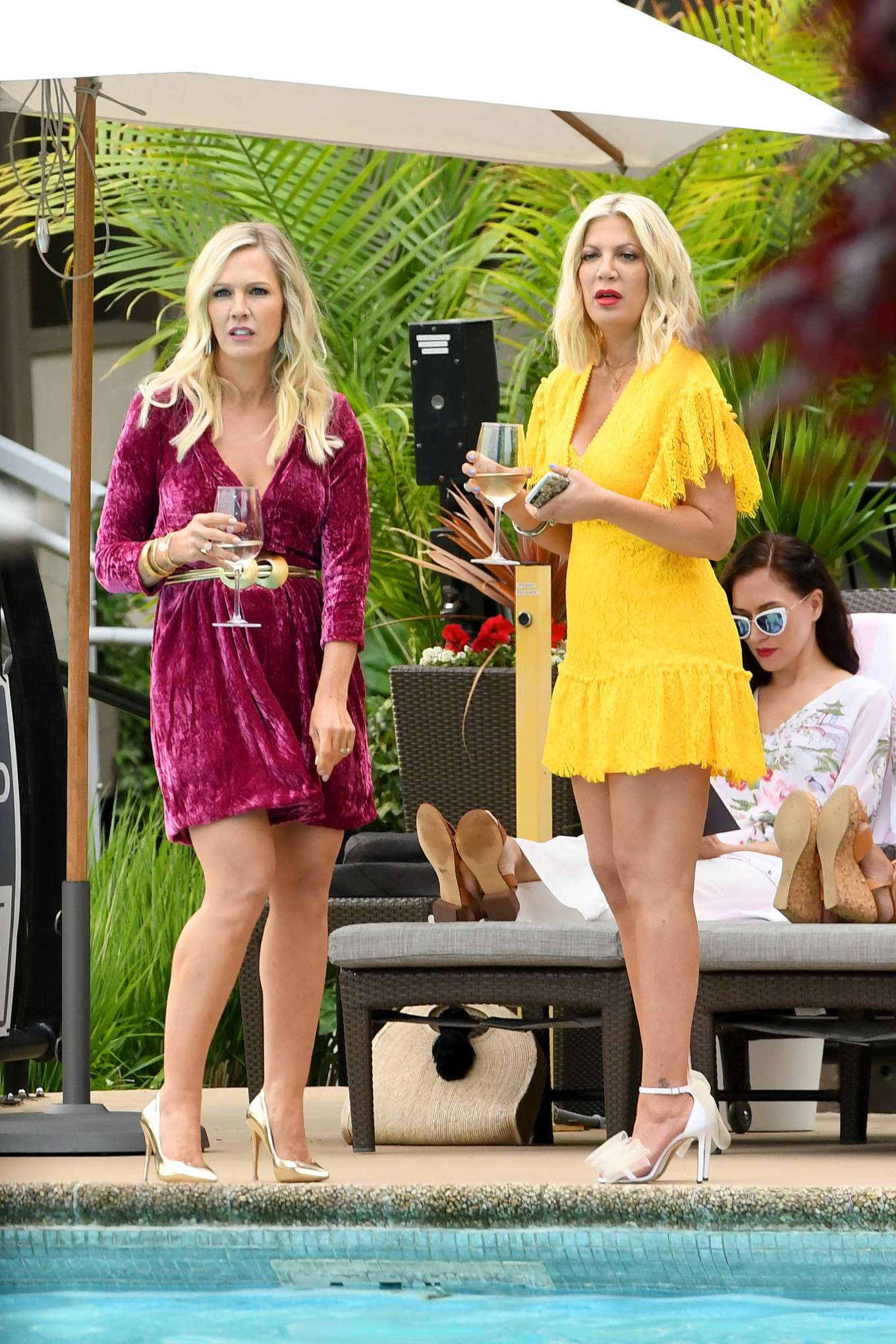 Tori Spelling 2019 : Tori Spelling and Jennie Garth: On the set of Beverly Hills 90210-01