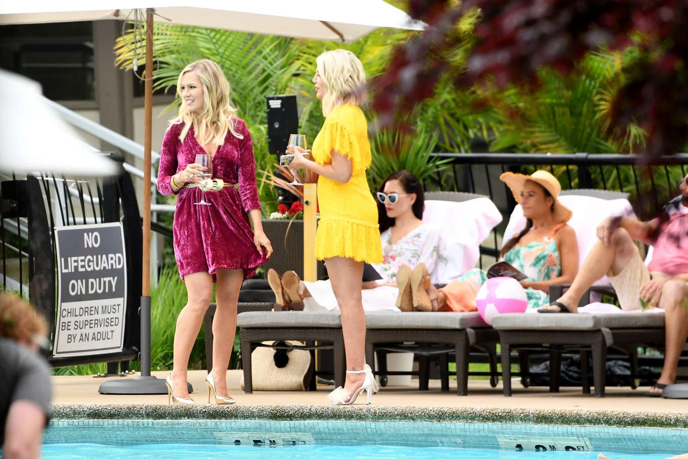 Tori Spelling 2019 : Tori Spelling and Jennie Garth: On the set of Beverly Hills 90210-02
