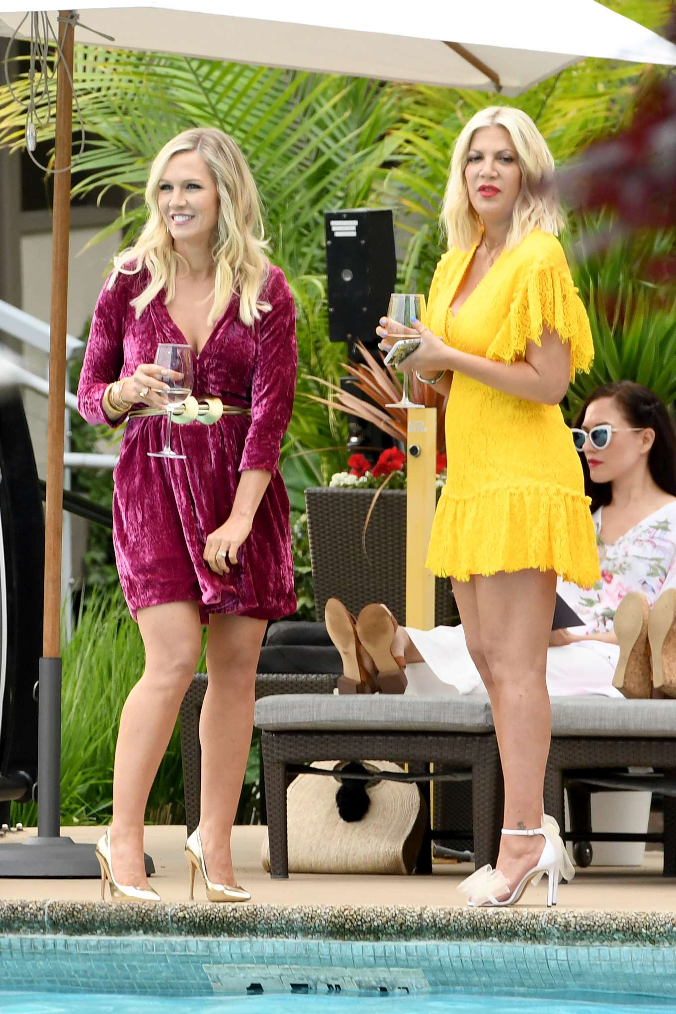 Tori Spelling 2019 : Tori Spelling and Jennie Garth: On the set of Beverly Hills 90210-03