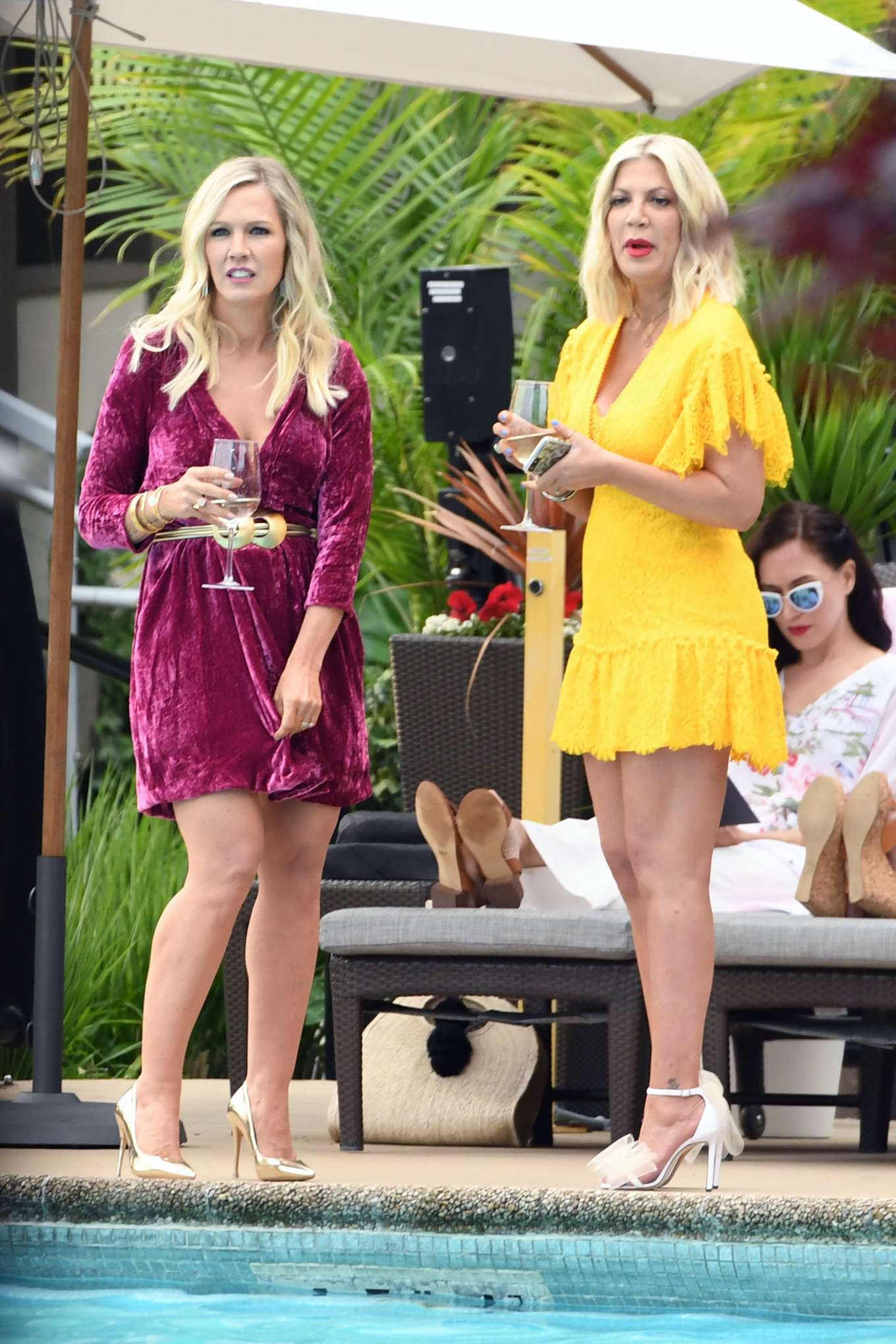 Tori Spelling 2019 : Tori Spelling and Jennie Garth: On the set of Beverly Hills 90210-04