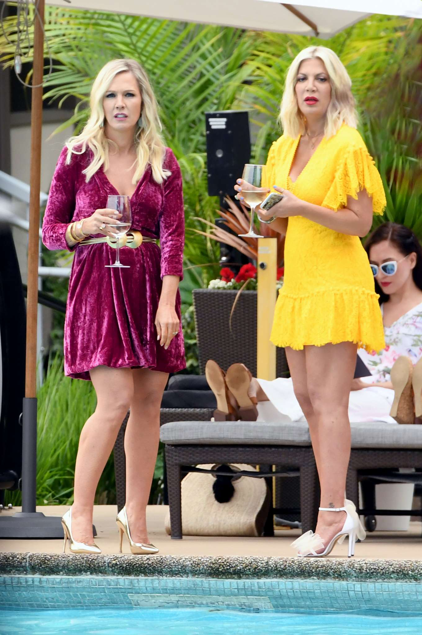 Tori Spelling 2019 : Tori Spelling and Jennie Garth: On the set of Beverly Hills 90210-05