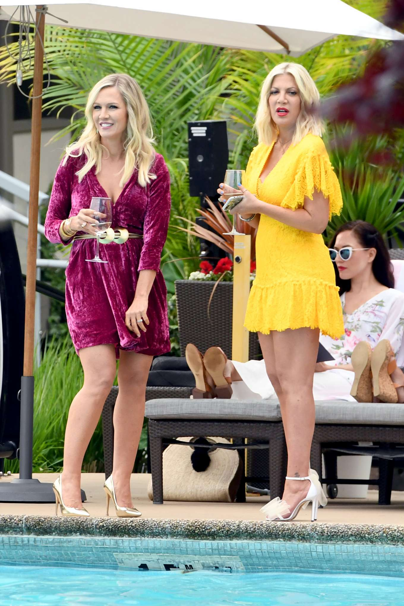 Tori Spelling 2019 : Tori Spelling and Jennie Garth: On the set of Beverly Hills 90210-06