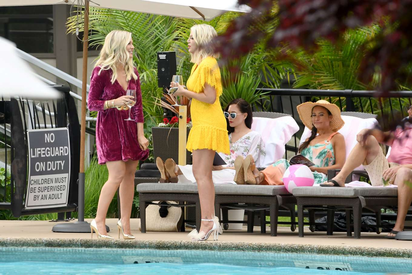 Tori Spelling 2019 : Tori Spelling and Jennie Garth: On the set of Beverly Hills 90210-07