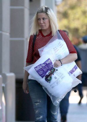 Tori Spelling at Christmas shopping in Encino
