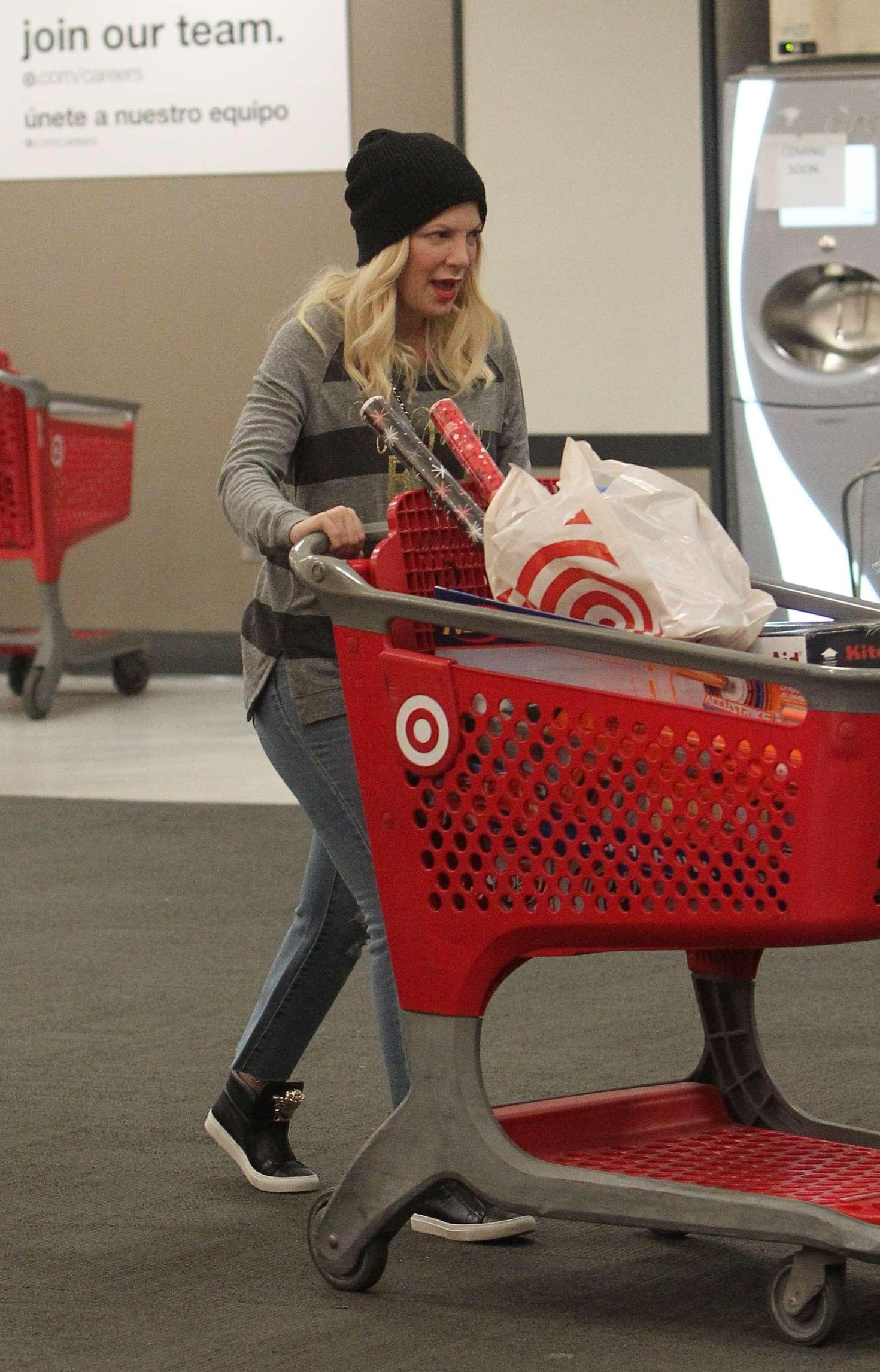 Tori Spelling 2018 : Tori Spelling: Christmas Shopping at Target -02