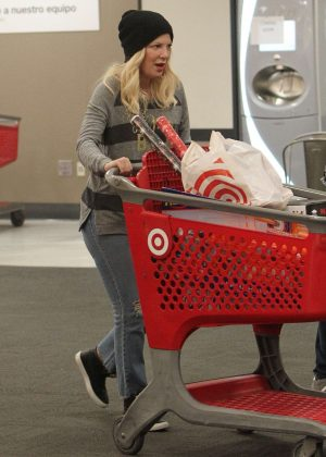 Tori Spelling - Christmas Shopping at Target in Los Angeles