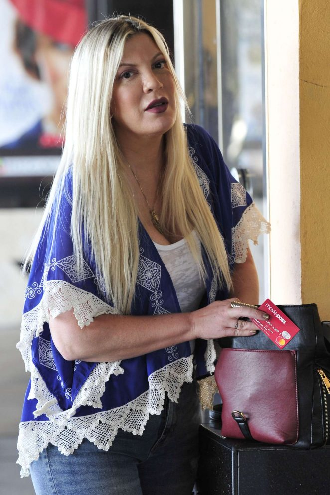 Tori Spelling - Heads to a movie solo in Los Angeles