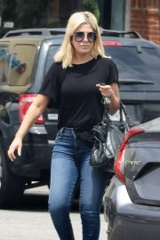 Tori Spelling - Leaves Med Spa in Calabasas