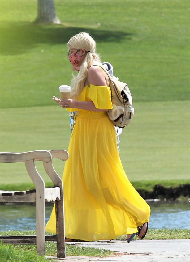 Tori Spelling - With Family Over The Weekend In Palm Springs