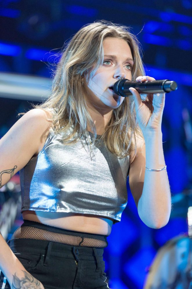 Tove Lo - Performing at 103.5 KISS FM's Jingle Ball in Rosemont