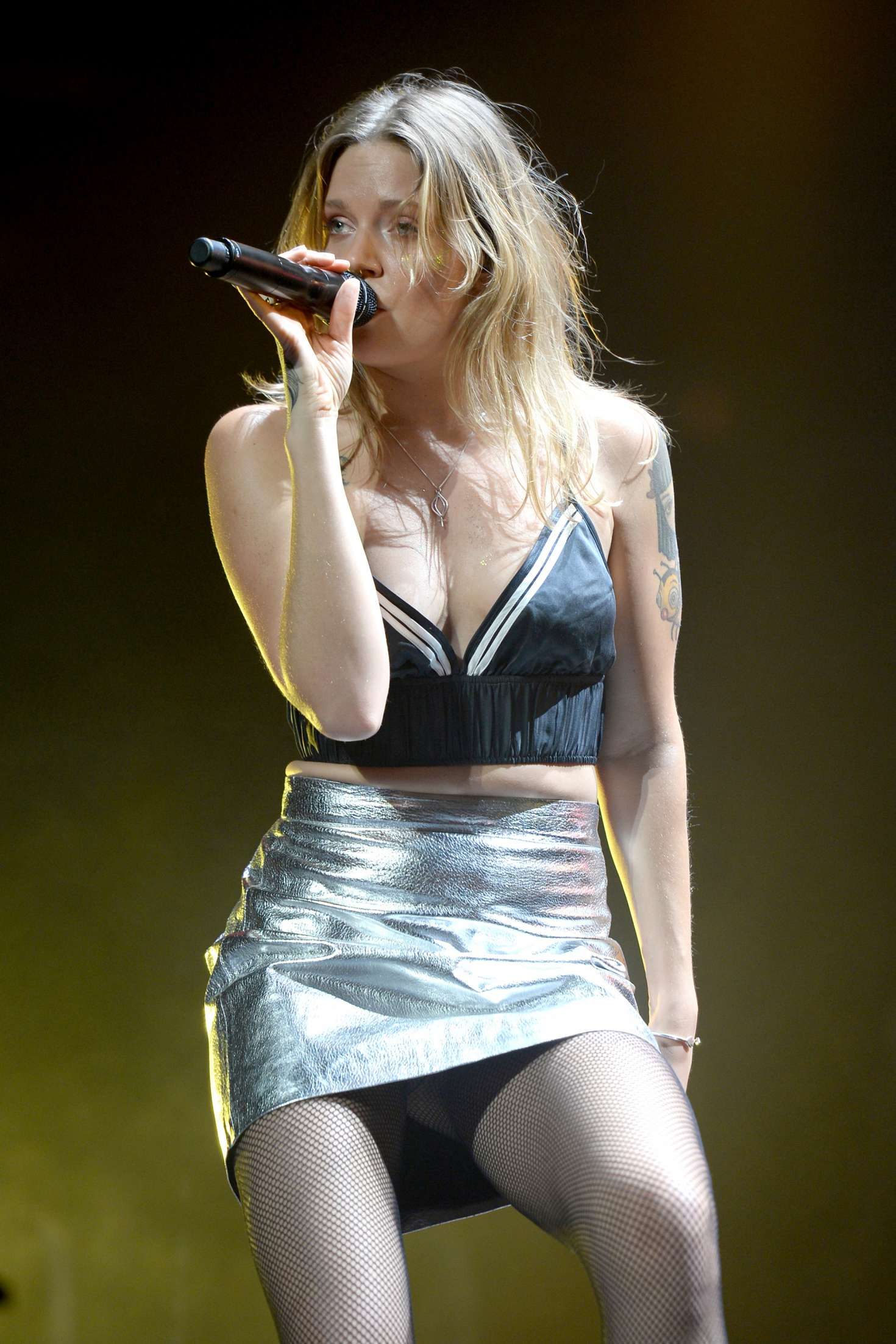 tove lo  performs at i heart radio y-100 jingle ball