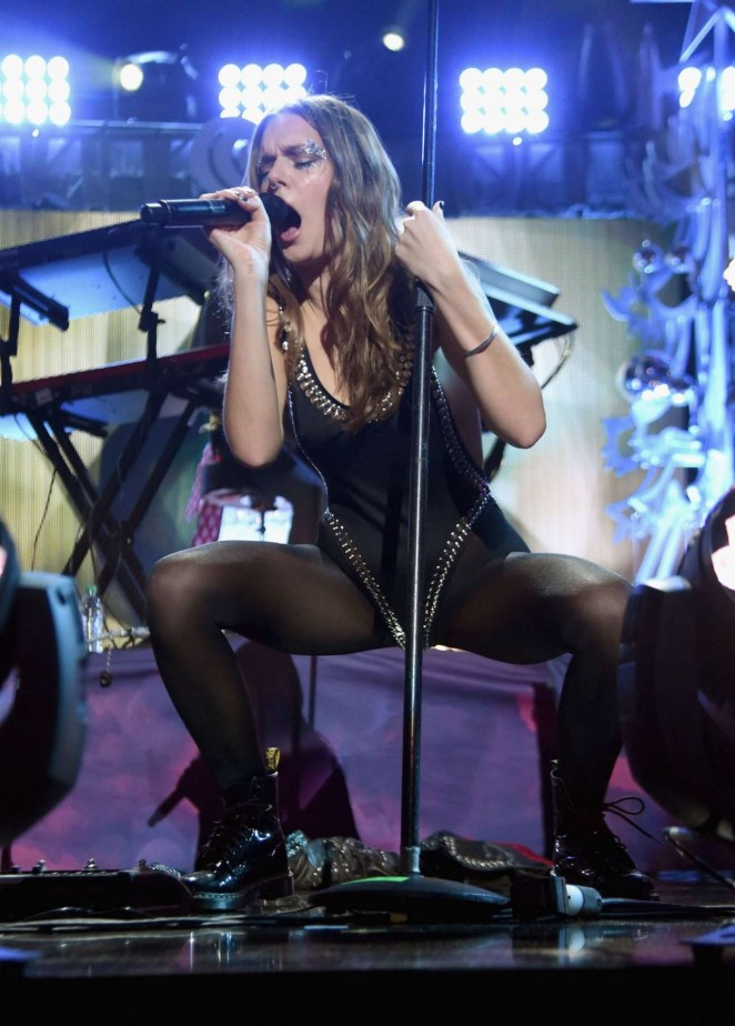 Tove Lo - Performs at Z100's Jingle Ball 2015 in NYC