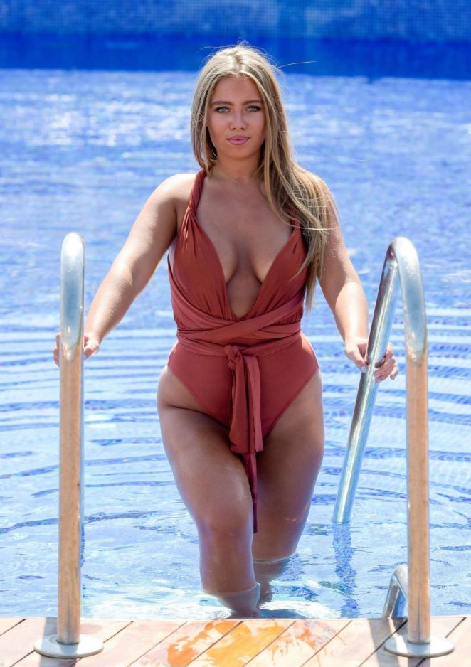 Tyne-Lexy Clarson in Swimsuit at a Pool in Bodrum
