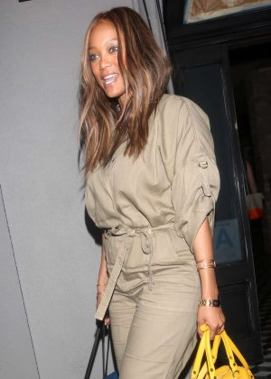 Tyra Banks Leaving Craig's in Los Angeles