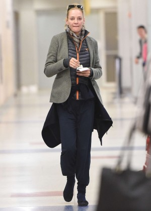 Uma Thurman - Arrives at JFK Airport in NYC