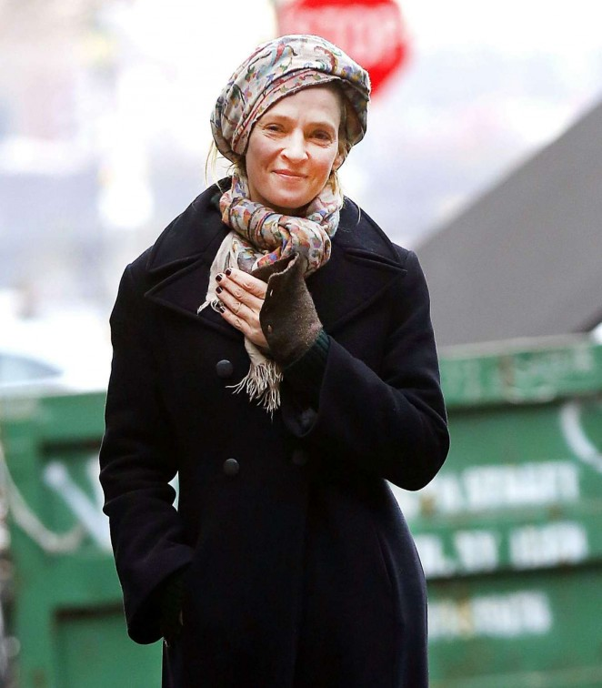 Uma Thurman - Goes for a smoke break in New York